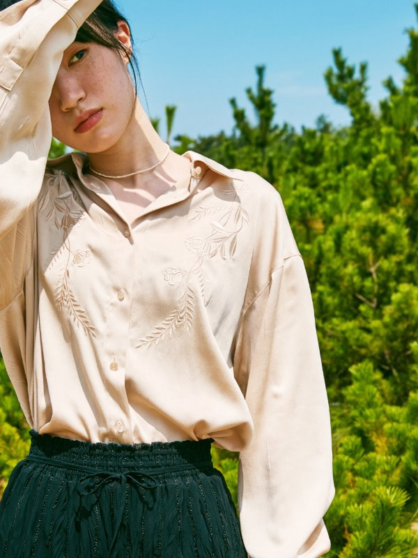 FLOWER POINT LOOSE FIT BLOUSE_BEIGE